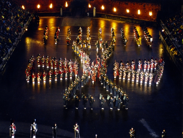 2001 Edinburgh Military Tattoo - Celtic Cross Formation