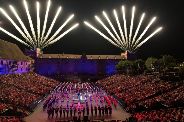 2013 BASEL TATTOO Cast